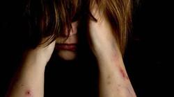Hồi ký ngày về của nạn nhân nô lệ tình dục: Bị cha mẹ ghẻ lạnh và ác mộng hành hạ hàng đêm