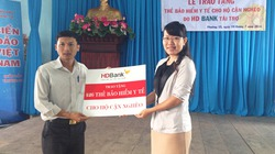 HDBank trao gần 500 thẻ BHYT cho bà con cận nghèo Quận 8, TPHCM