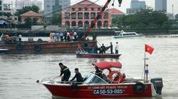 Sóng lớn đánh chìm xà lan gần 100 tấn gần Hầm Thủ Thiêm
