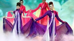 Trình diễn 250 bộ áo dài tại Văn Miếu