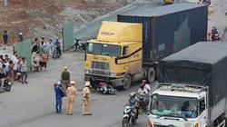 Đồng Nai: Cháu nội hoảng loạn chứng kiến ông chết thảm dưới bánh xe container