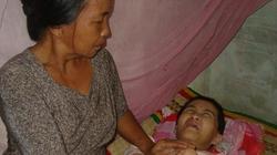 Cha mẹ nghèo  nuôi 2 con bệnh tật