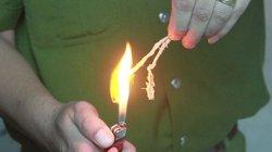 Xem Clip: Mực ngâm nước kéo đàn hồi như dây cao su, đốt không cháy thành...than