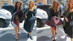 """Cơn gió quái ác khiến Jessica Alba """"lồ lộ"""" giữa phố"""