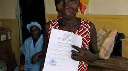Nhật ký từ tâm dịch Ebola: Giấy chứng nhận...  được sống