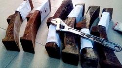 Clip: Trộm phanh tàu hỏa để... bán sắt vụn