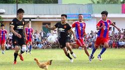 Bóng đá nông thôn xem sướng hơn... V.League
