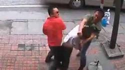 """Clip tài xế và phụ xe """"côn đồ"""" đánh hành khách dã man ở Quảng Ninh"""