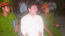 Thầy giáo tạt axít 4 đồng nghiệp lĩnh 4 năm tù