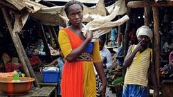 """Nữ """"thần y"""" gieo rắc bệnh Ebola"""