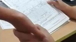 Clip: Bi hài giám đốc Đài Loan sờ tay nữ cử nhân tìm... chai để tuyển!