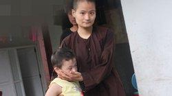 Xúc động phút chuyển các em nhỏ, người cơ nhỡ khỏi chùa Bồ Đề