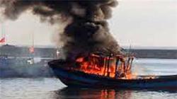Thanh Hóa: Cháy tàu chở dầu tại cửa biển, 5 người thương vong
