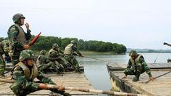 Cận cảnh xe tăng T-54, PT-76 Việt Nam vượt sông