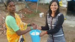 Tiếp 'giội nước đá': 'Thử thách xô gạo' lan tỏa ở Ấn Độ