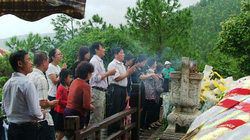 Tết Độc lập: Hàng vạn người đội mưa viếng mộ Đại tướng Võ Nguyên Giáp