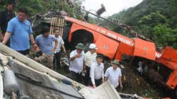 """Những dấu hỏi """"bí ẩn"""" trong vụ tai nạn xe khách thảm khốc tại Lào Cai?"""