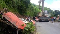 Cấm 2 đầu QL4D để cẩu trục xe khách gặp nạn tại Lào Cai lên khỏi vực sâu