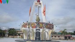 Sư tử đá Trung Quốc chình ình trước đài tưởng niệm liệt sĩ