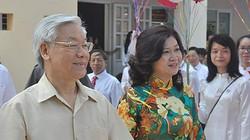 Tổng Bí thư Nguyễn Phú Trọng đánh trống khai giảng tại trường cũ