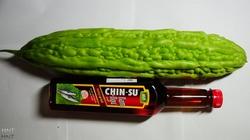 """Mướp đắng Việt ra trái """"khủng"""" ở Hàn Quốc, nặng gần... 1kg/quả"""