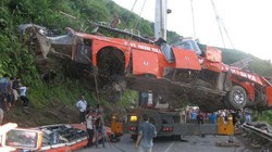 Khen thưởng 16 thanh niên cứu người trong vụ tai nạn thảm khốc ở Lào Cai