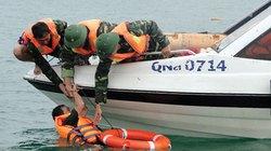 Cứu 7 thuyền viên trôi dạt trên biển