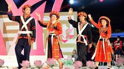 Liên hoan diễn xướng và trình diễn trang phục dân tộc