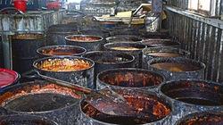 Hàng trăm tấn dầu ăn từ cống rãnh gây rúng động Đài Loan