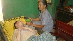 Cảnh ngộ buồn thương của cụ bà suốt 39 năm chăm con  bại não