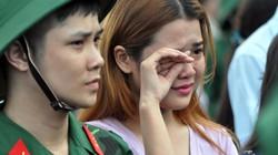 Chùm ảnh: Tân binh Sài Gòn bịn rịn ngày nhập ngũ