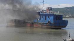 Nghệ An: Tàu chở dầu bất ngờ bùng cháy dữ dội trên biển