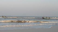 Nghệ An: Cháy thuyền câu mực, 4 ngư dân thương vong