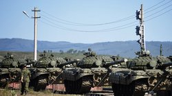"""Hơn 100 nghìn binh sĩ Nga cùng vũ khí hạng nặng """"tấp nập"""" trong đợt sát hạch đột xuất"""