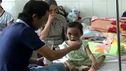 CLIP: Xúc động cảnh cha ruột đoàn tụ với bé gái 3 tuổi bị bạo hành ở Bình Dương