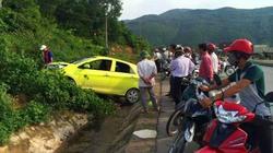 Dừng xe máy bên đường, đôi nam nữ bị ô tô tông nguy kịch