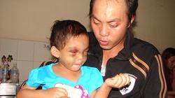 Cha bé gái 3 tuổi bị bạo hành: Lòng đau như cắt, khóc không thành lời