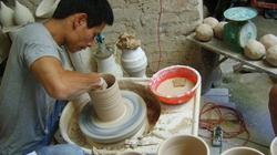 """""""Nghệ nhân"""" duy nhất còn làm gốm vuốt tay ở Hà thành"""