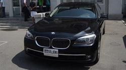 Nhà giàu Triều Tiên tập ăn bánh kẹp thịt và lái BMW