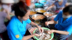 Hà Nội: Bán bánh rán trong ngõ cũng đút túi 5 triệu mỗi ngày