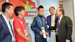 Bộ trưởng VHTTDL  động viên các tuyển thủ