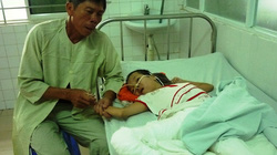 Cảnh nhà khốn khó của cô gái da cam bị bỏng nặng