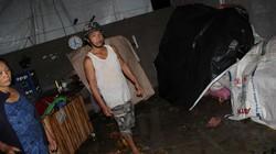 Quảng Ngãi: Lốc xoáy dữ dội tàn phá nhà cửa, cây cối