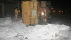 Lâm Đồng: Xe chở alumin lật nhào đè chết người đi đường