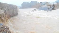Hà Tĩnh: Lũ cuốn sập cầu tạm, tỉnh lộ 5 tắc