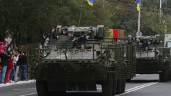 Ukraine điều hàng loạt vũ khí diễu hành khơi dậy tình yêu nước