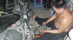 Chàng trai 21 tuổi học lớp 1 nuôi ước mơ thành kỹ sư chế tạo môtô