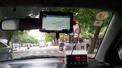 """Tiết lộ những chiêu trò tinh vi giới taxi dù sử dụng để """"lột"""" khách"""