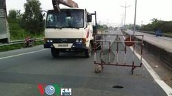 """Xuất hiện """"hố tử thần"""" trên đường dẫn cao tốc TP.HCM-Trung Lương"""