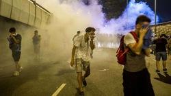 Cận cảnh người biểu tình Hong Kong bị giải tán bằng hơi cay